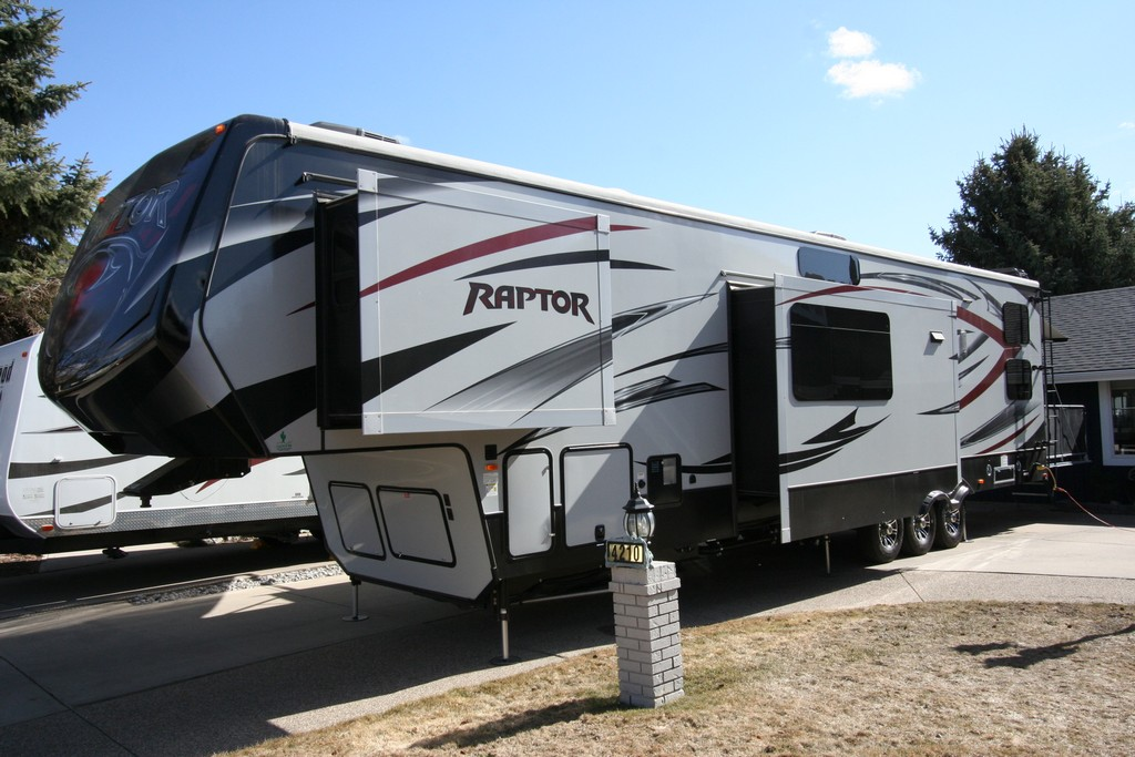 ***SOLD***2015 RAPTOR 425TS TOY HAULER $69900