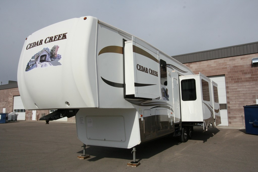 ***SOLD***2011 CEDAR CREEK 36RD5S 5 SLIDES EXTRA CLEAN $36900