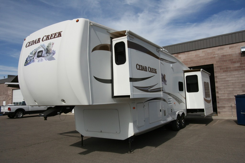 ***SOLD***2011 CEDAR CREEK 34SATS EXTRA CLEAN SALE $34900