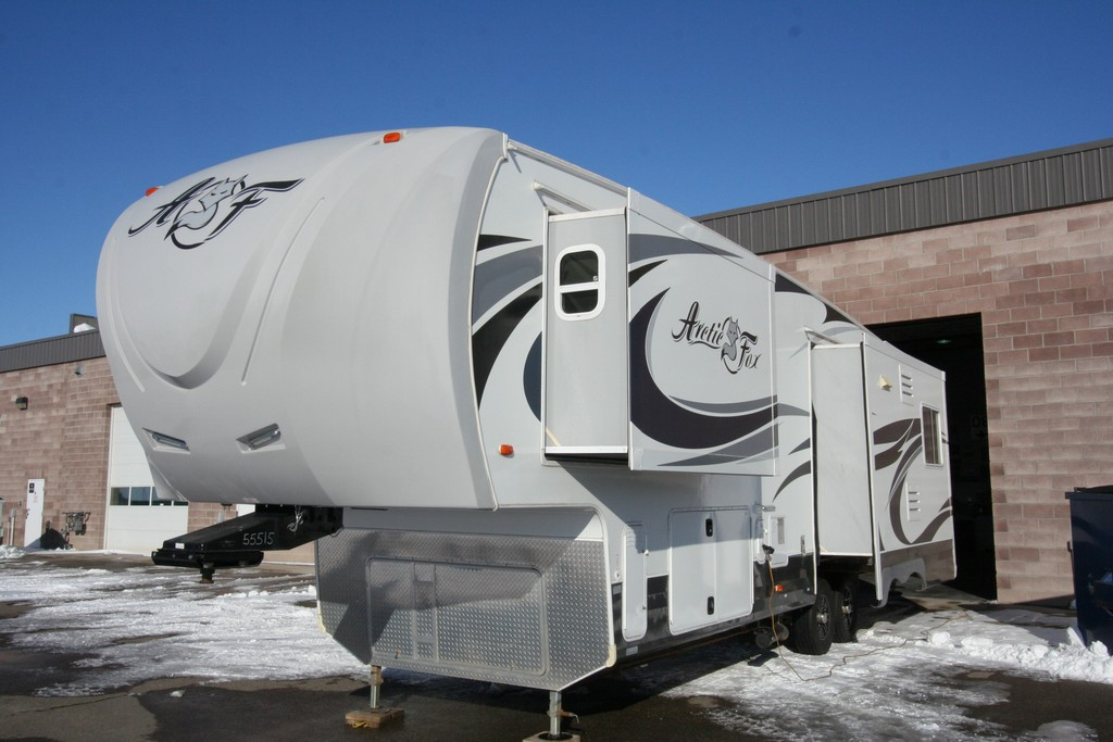 ***SOLD***2015 NORTHWOOD ARCTIC FOX 32 5M SILVER FOX EDITION $56900
