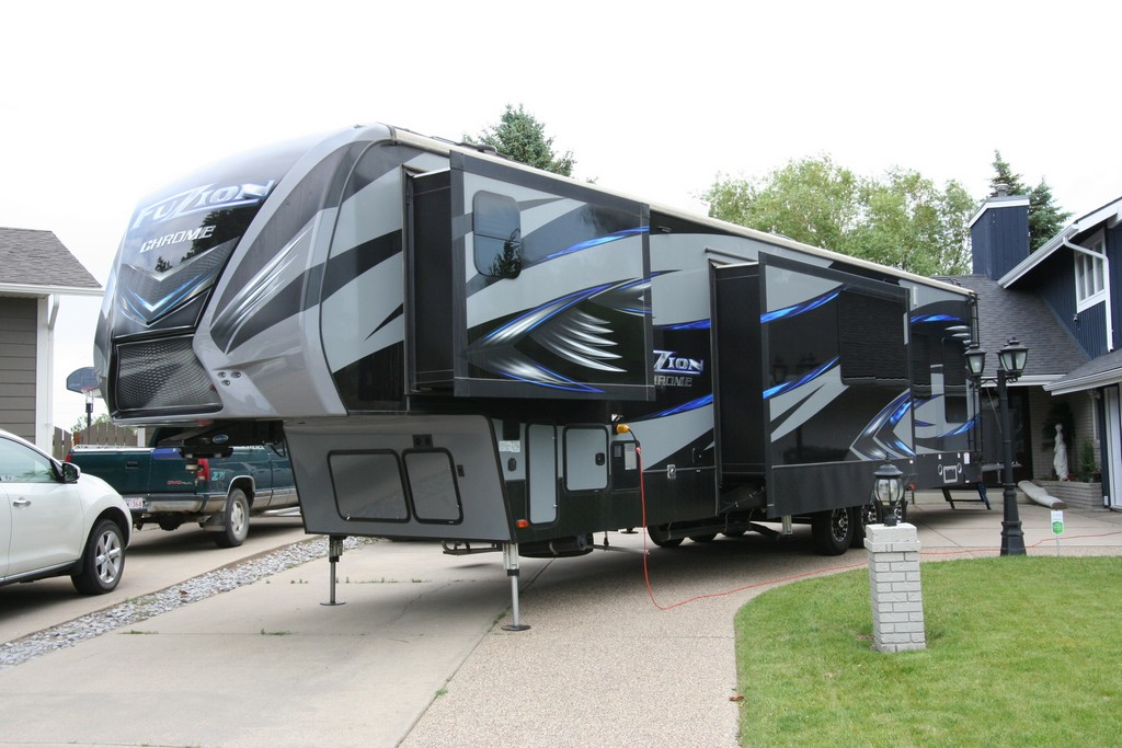 ***SOLD***2017 KEYSTONE FUZION CHROME 414 TOY HAULER $79900