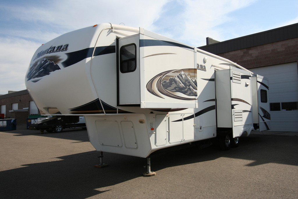 ***SOLD***2010 MONTANA 3455SA 4 SLIDES EXTRA CLEAN