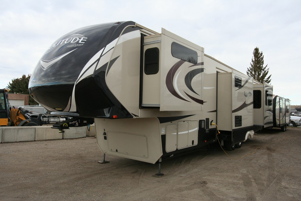 2017 GRAND DESIGN SOLITUDE 375RE 5 SLIDES HIGH QUALITY COACH $79900